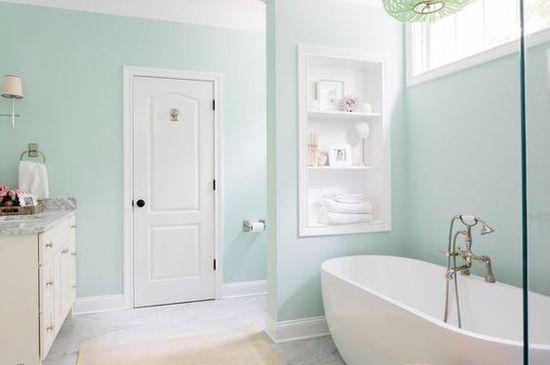 Дизайн интерьера ванной в светлых тонах - фото